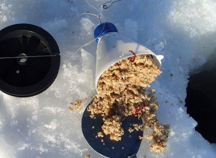 Зимняя прикормка на леща для подлёдной ловли своими руками